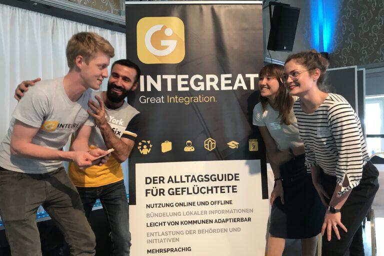 Integreat-Team und Vertreterin der Stadt Nürnberg bei einem Berufserlebnistag zum Thema Praktikum