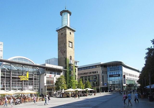 Rathausplatz der Stadt Hagen mit Rathausturm